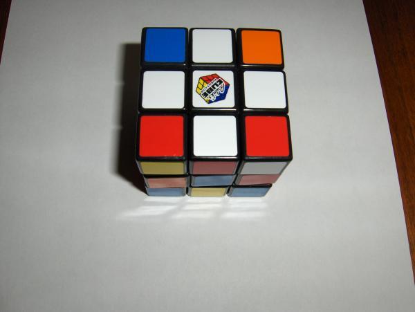 Чтобы собрать кубик Рубика, надо сначала собрать крест.