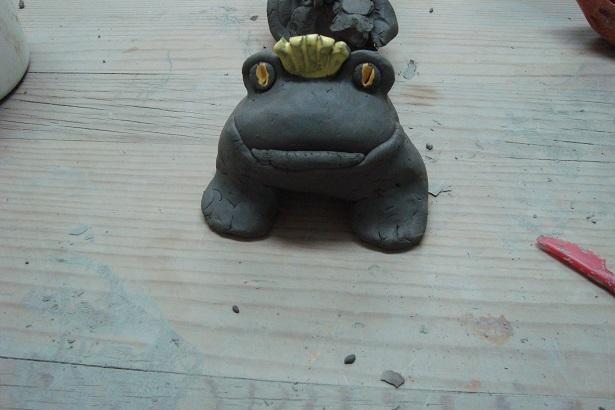 игрушка из глины - жаба